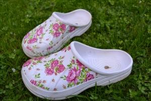 blommiga skor